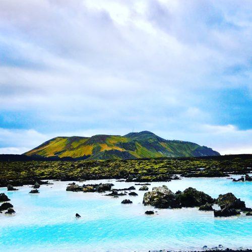 _photo_montagne_et_eau_bleue